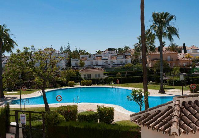 in San Pedro de Alcántara - 49 - Lorcrisur overlooking the pool